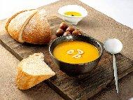 Крем супа от тиква, кестени, прясно мляко, индийско орехче и синьо сирене